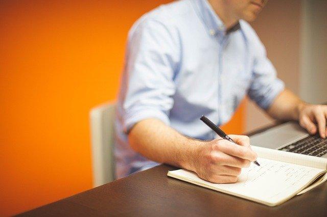 Jak wybierać kierunki studiów zaocznych, aby zwiększyć szanse na rynku pracy?