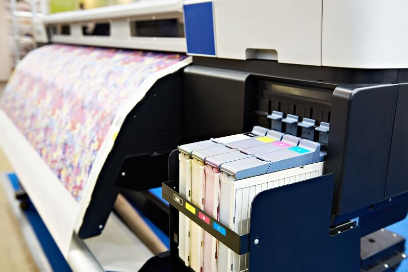 Drukarnia offsetowa – co powinieneś wiedzieć, zanim wyślesz ulotkę do druku